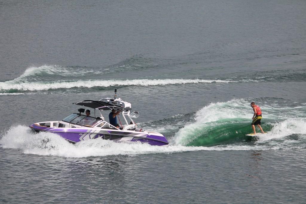 bateau wakesurf